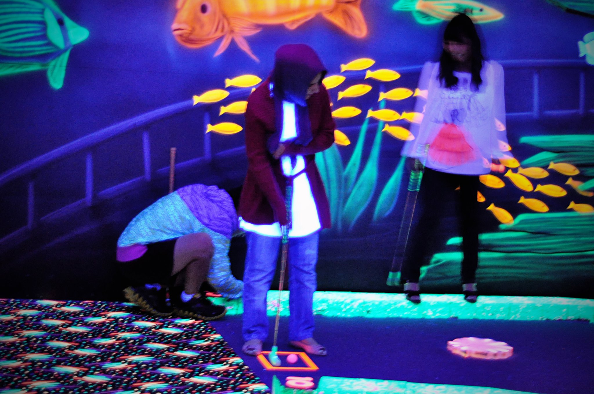 Glow in the dark MINI GOLF! - Intensive English Programs ...