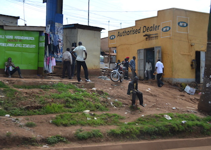 A typical street in Uganda. At any given time there are many people idle on the streets, leading to mobs forming easily. Photograph courtesy of the author.